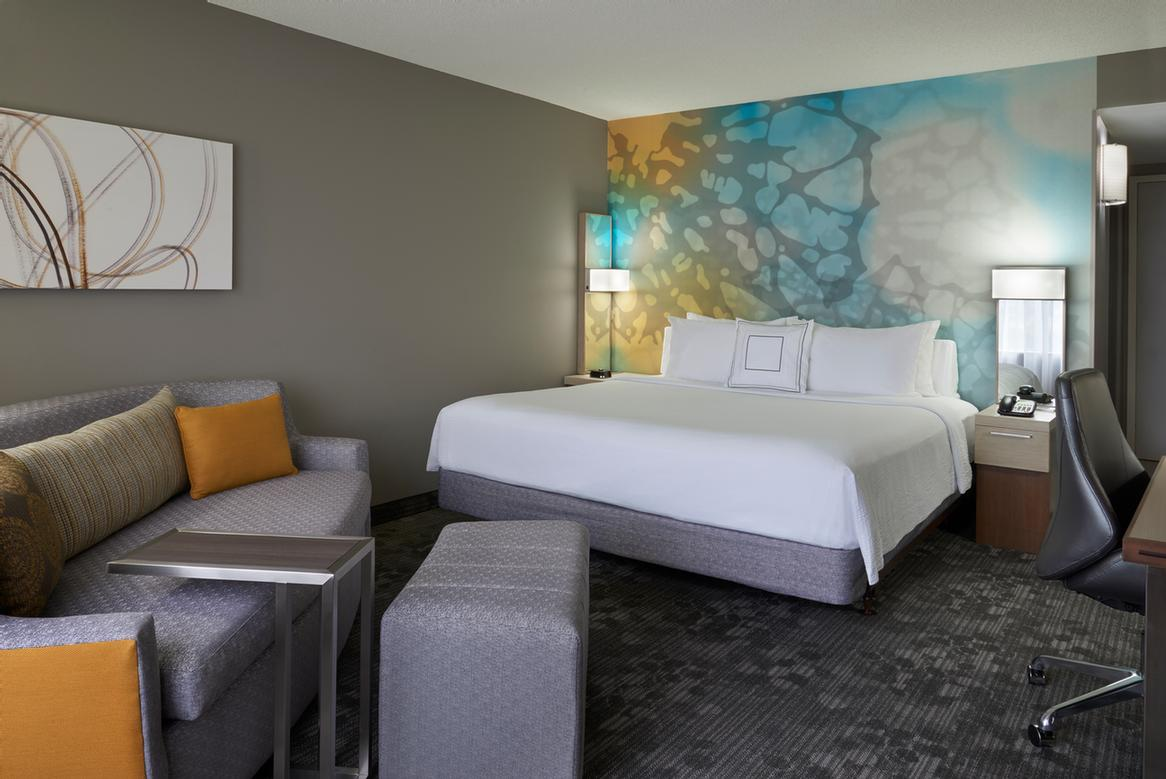 Courtyard Marriott Toronto Airport -Standard King Bed With Pull Out Couch 9 of 18