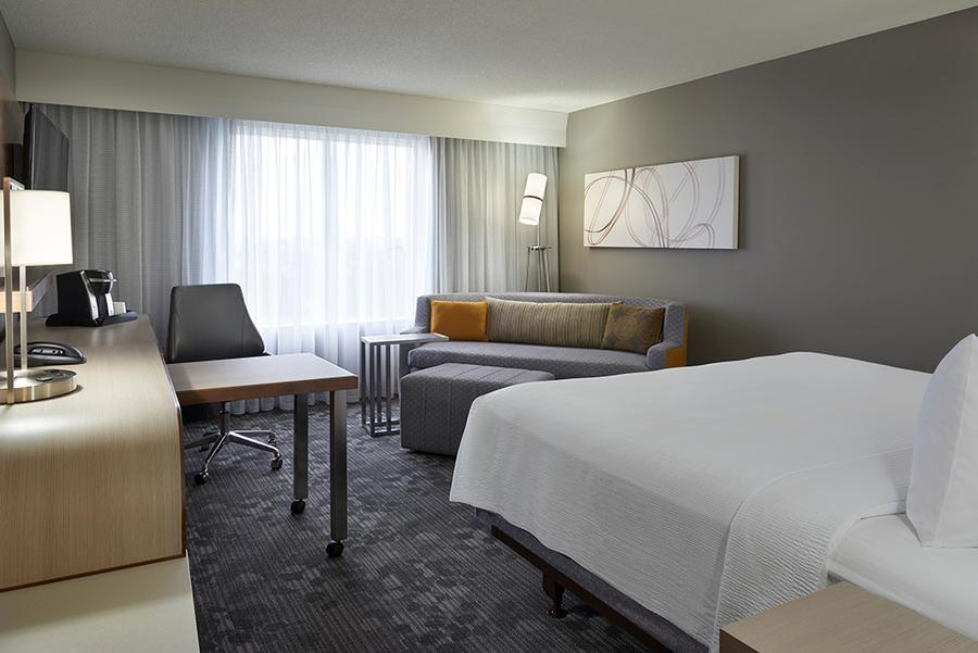 Courtyard Marriott Toronto Airport -Standard King Bed With Pull Out Couch 10 of 18