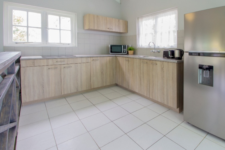 1 Bedroom Bungalow Kitchen 6 of 15