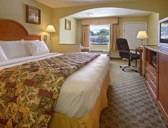 Spacious Guest Rooms With 1 King-Micro-Fridg-Hsia 3 of 8