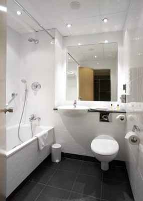 Luxury En-Suite Bathrooms 4 of 16