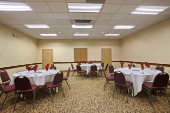 Banquet Room 4 of 9