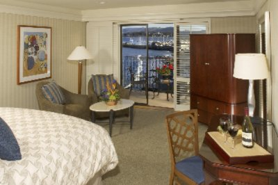 King Guest Room With Beautiful Harbour View 3 of 10