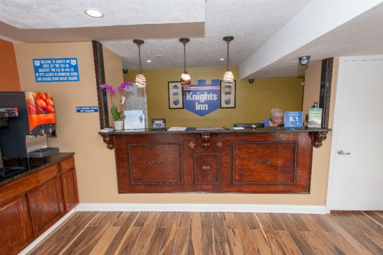 Front Desk 2 of 13