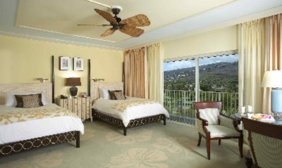New Renovated Mountain View Room Without Lanai 4 of 12