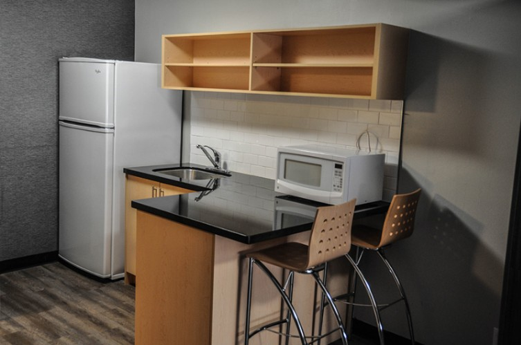 Traditional Suite Kitchenette 5 of 20
