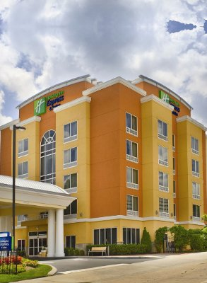 Holiday Inn Express & Suites Chattanooga Downtown 1 of 8