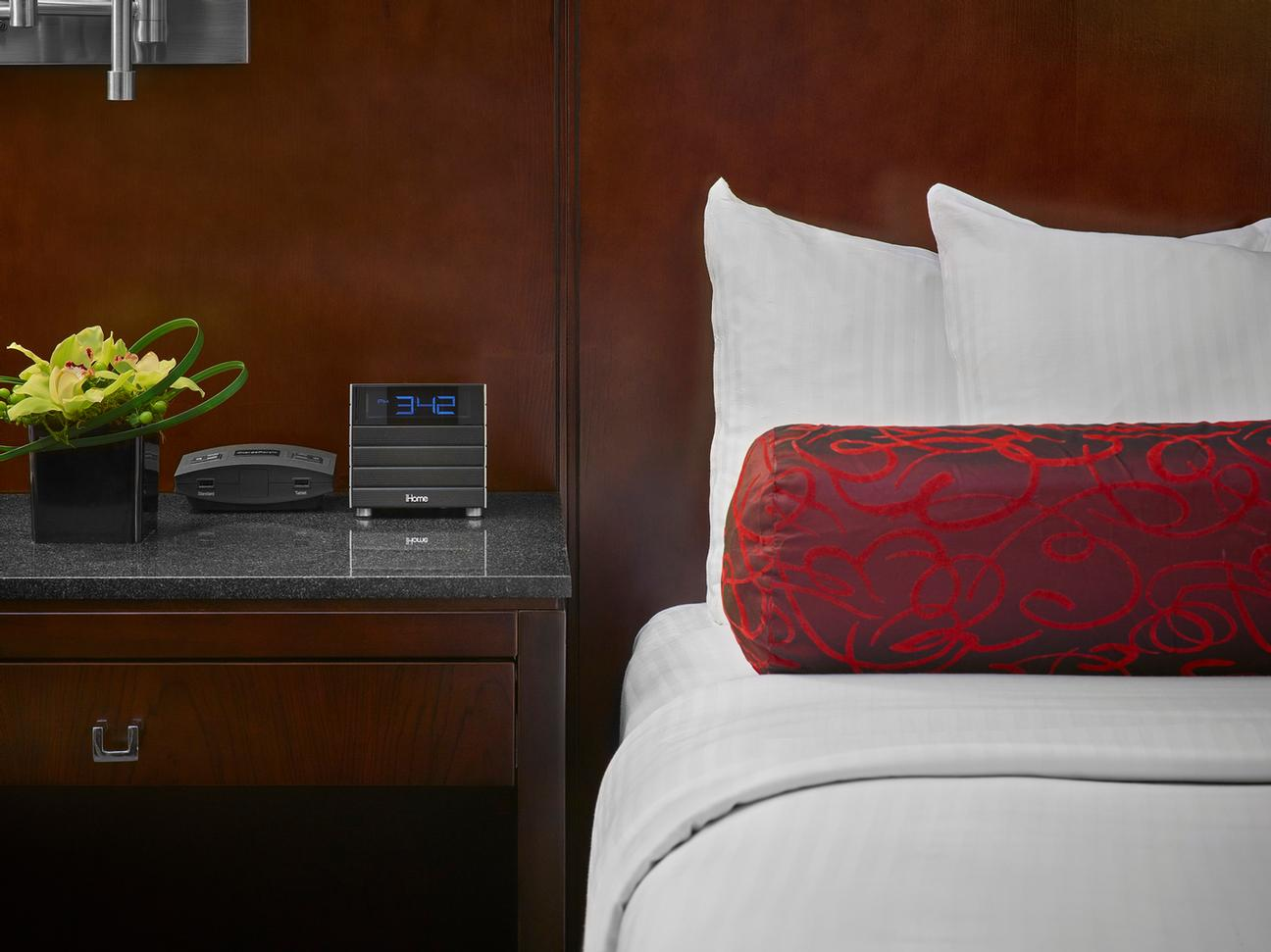 Lifestyle Guestroom Photo 4 of 6