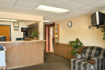 Macomb Super 8 Lobby/front Desk 3 of 5