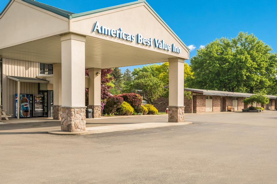 Image of Americas Best Value Inn Lodge on the Green