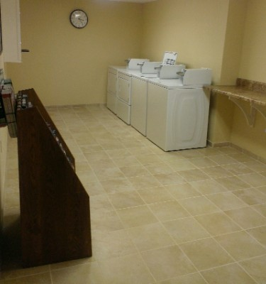 In Hotel Guest Laundry Facilities For Long Stays /sports Groups/motorcoach Tours! 11 of 14