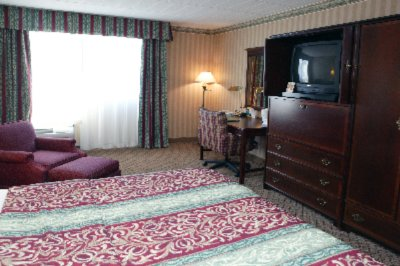 Holiday Inn Parkway East King Bed Room