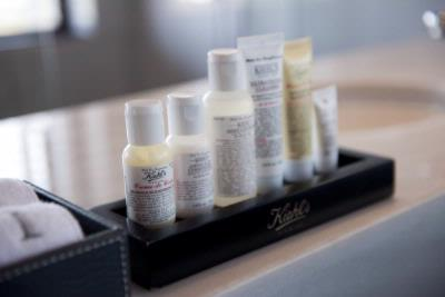 Kiehls Amenities 3 of 31
