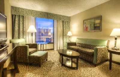 Crowne Plaza Denver Downtown Executive King Suite Parlor 8 of 10