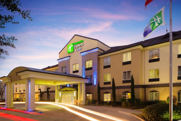 Holiday Inn Express & Suites Dfw Grapevine 1 of 19