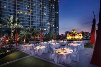Party Ground Within Hotel Gardens Is Ideal For Stylish Events 7 of 19