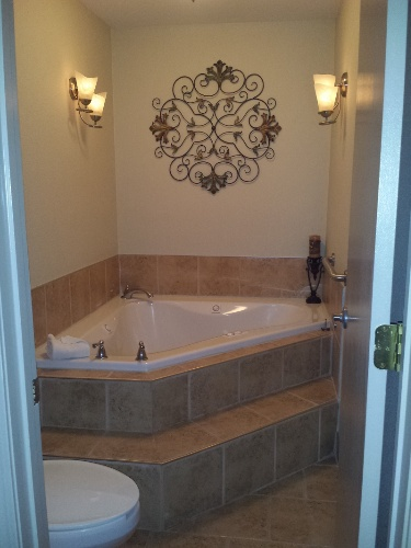 Honeymoon Suite Includes A Whirlpool Bath 9 of 11
