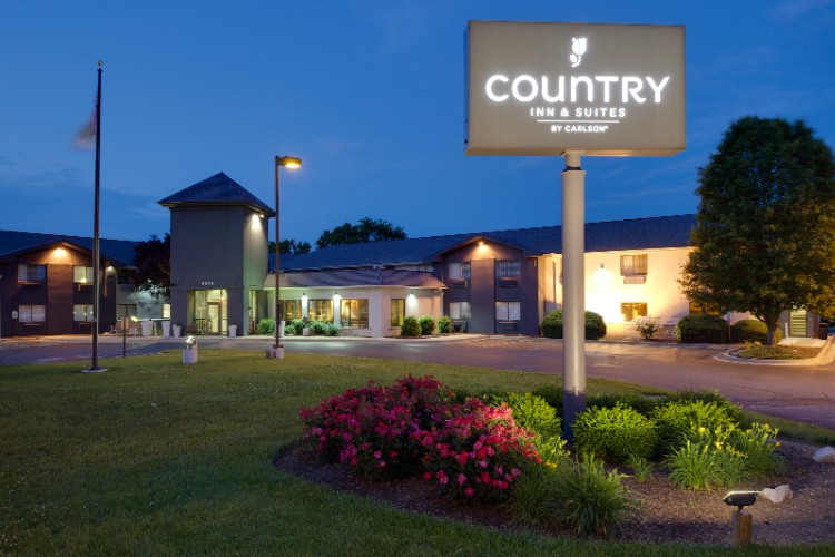 Country Inn & Suites 1 of 7