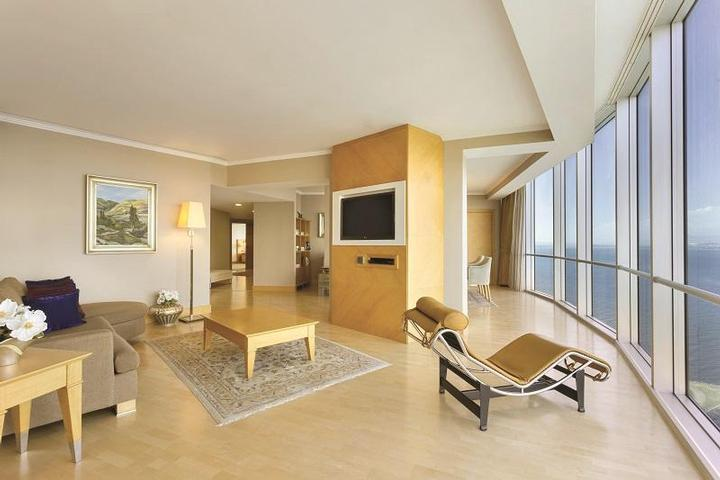 Presidential Suite / Living Room 16 of 31