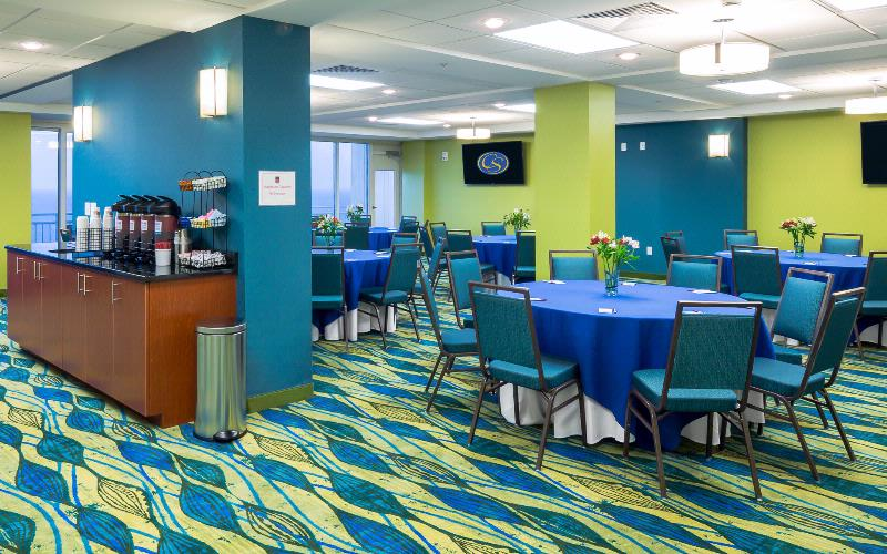 Brand New Meeting Room With Gorgeous Views Wet-Bar High Definition Flat Screen Tv\'s And Views Of The Atlantic Ocean And Virginia Beach Boardwalk 8 of 20