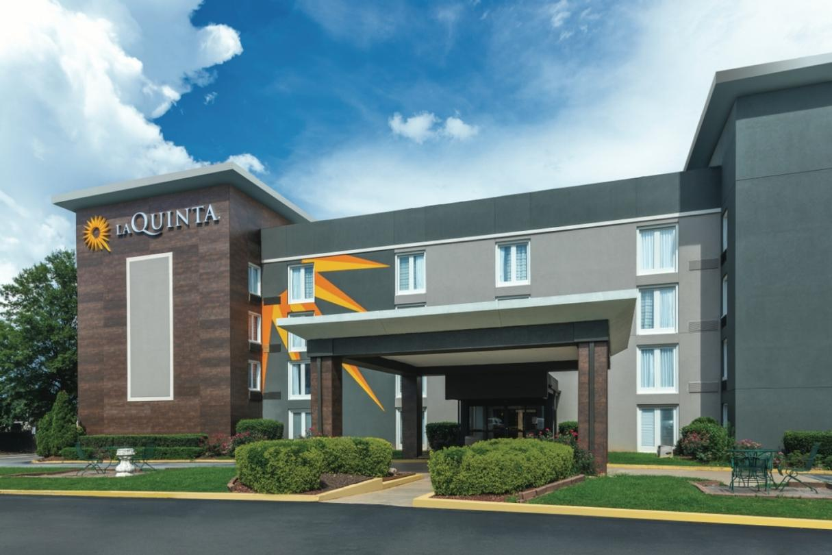 La Quinta Inn & Suites Atlanta Airport South 1 of 11
