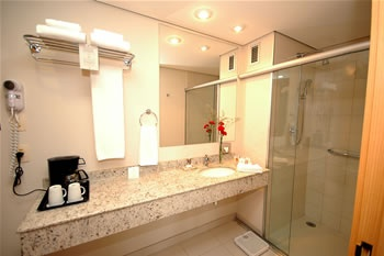 Executive Suite Bathroom 4 of 10