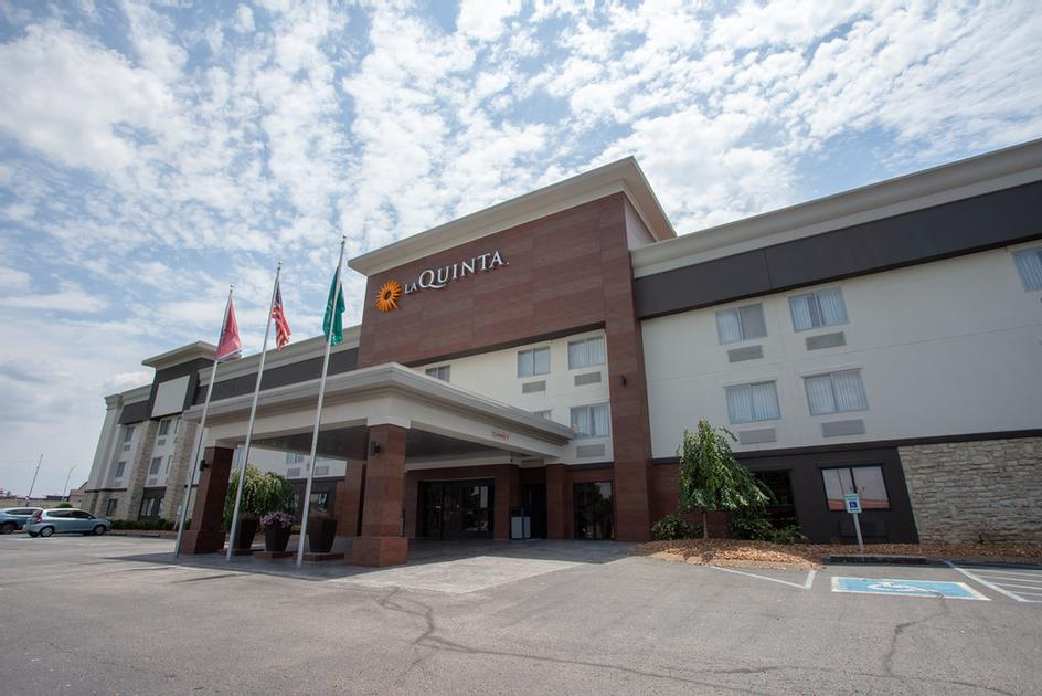 La Quinta Inn & Suites Goodlettsville Nashville 1 of 6