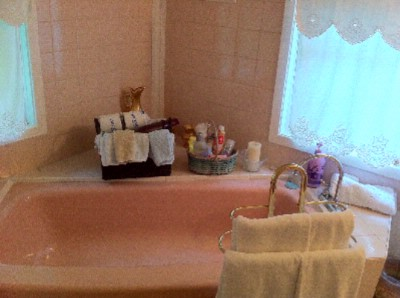Mistress Queen Soprano Bathroom Niagara On The Lake Historical Cottage Rental 11 of 31