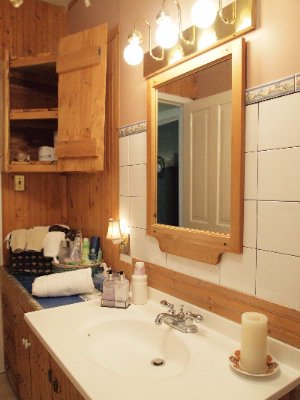 Master Tenor King Bathroom Niagara On The Lake Historical Cottage Rental 26 of 31