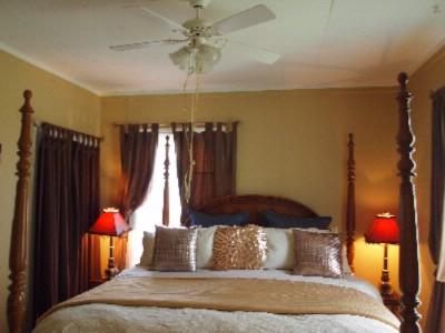 Master Tenor King Bedroom Suite Niagara On The Lake Historical Cottage Rental 8 of 31