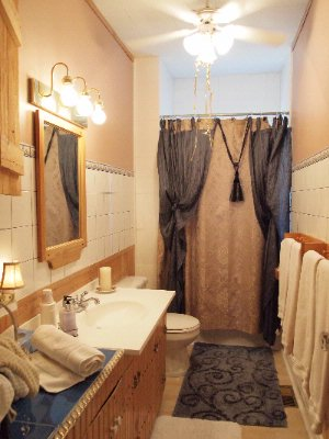 Master Tenor King Bathroom Niagara On The Lake Historical Cottage Rental 9 of 31