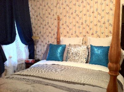 Mistress Queen Soprano Bedroom Suite Niagara On The Lake Historical Cottage Rental 10 of 31