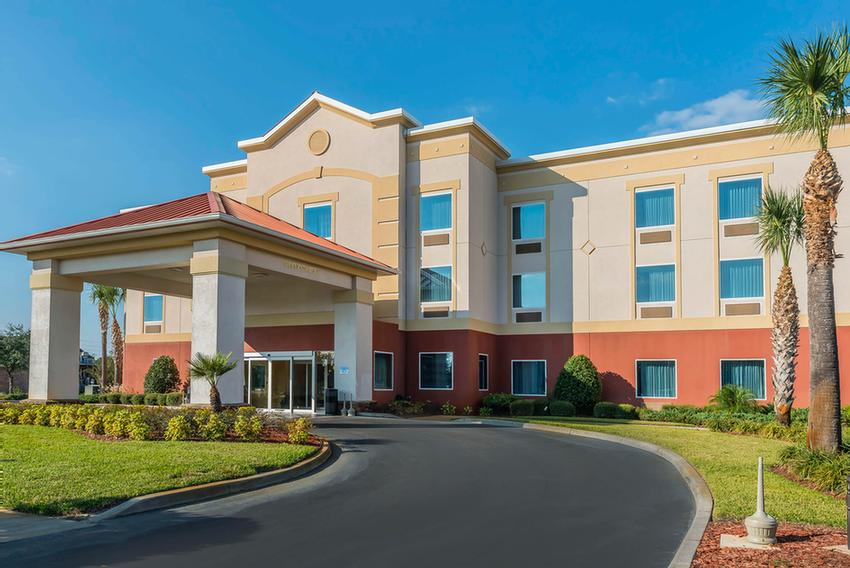 Sleep Inn & Suites Wildwood / The Villages 1 of 10