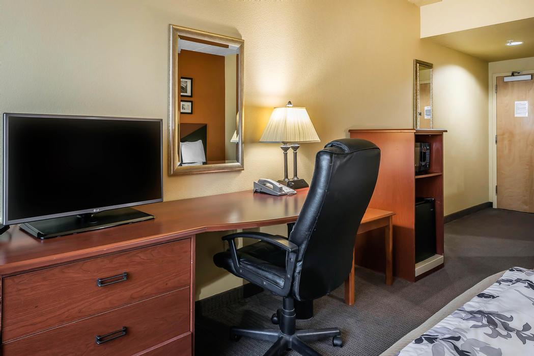 Large Guest Rooms With Microwave And Fridge Lcd Tv Free Wi-Fi And More. 9 of 10