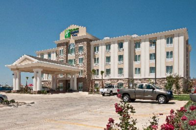 Holiday Inn Express Hotel & Suites Pearsall 1 of 4
