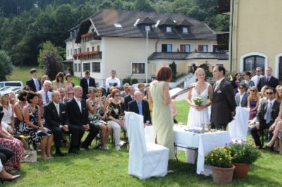 Wedding At Hotel Wienerwaldhof 11 of 16