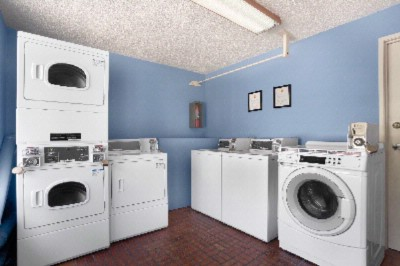 Laundry Room 6 of 9