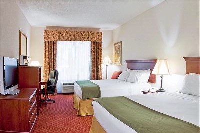 Spacious Guest Rooms With 32 4 of 16