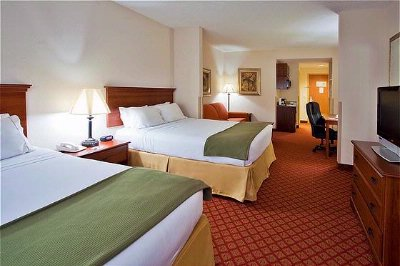 Spacious Guest Rooms With Separate Seating Area 7 of 16