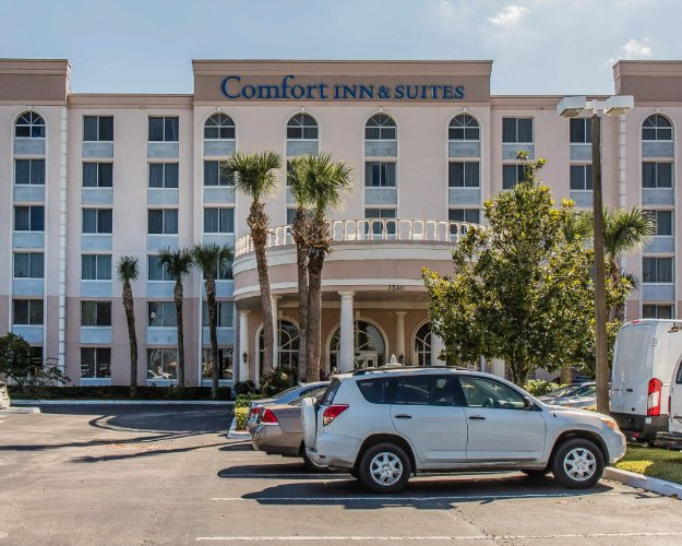 Comfort Inn & Suites Lakeland 1 of 20