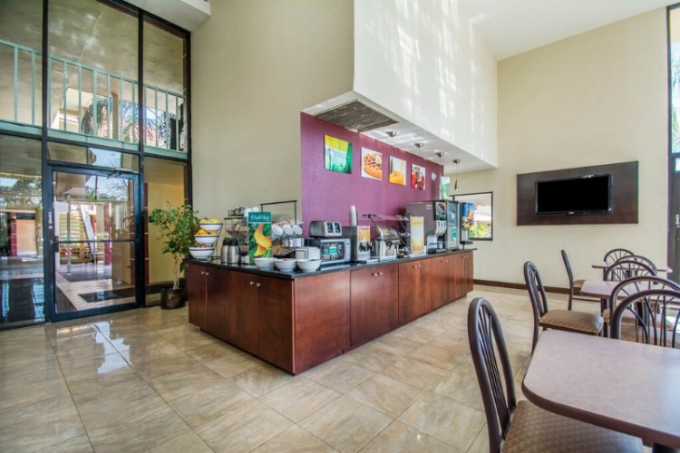 Comfort Inn & Suites at Tropicana Field