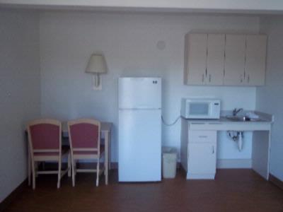 Suite Kitchenette 5 of 8