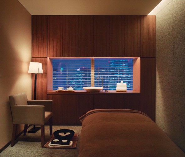 Park Club_spa Treatment Room With Night Views 6 of 10
