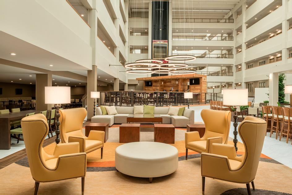 Embassy Suites By Hilton Milwaukee Brookfield 4 of 11