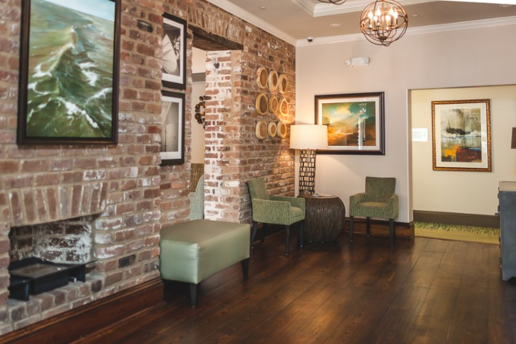 Lobby Seating Area With Original Exposed Brick. 3 of 9