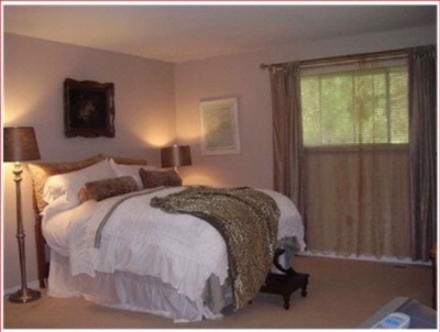 Niagara Private Suite 1 Upper Canada Master Queen Suite 3 of 28