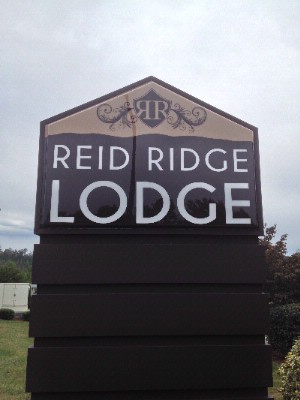 Outdoor Signage Reid Ridge Lodge -Blue Ridge Hotel 3 of 13