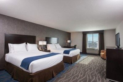Holiday Inn Express Overland Park Ks 1 of 12