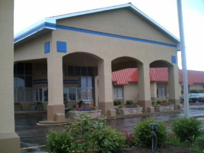Econo Lodge Inn & Suites Tria