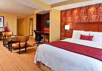 Experience Our Redesigned Suites Offering Flexible Space For Both Meeting And Relaxing. Get A Great Night\'s Sleep With Courtyard By Marriott\'s Plush Bedding And Thicker More Comfortable Mattresses. 3 of 11